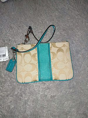 CLEARANCE SALE COACH SMALL WRISTLET IN LIGHT KHAKI BRIGHT JADE F49174