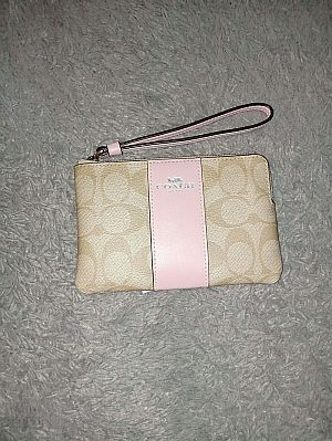 CLEARANCE SALE COACH SMALL WRISTLET IN LIGHT KHAKI CARNATION F58035